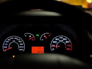 car-dashboard-2667434_960_720-compressor